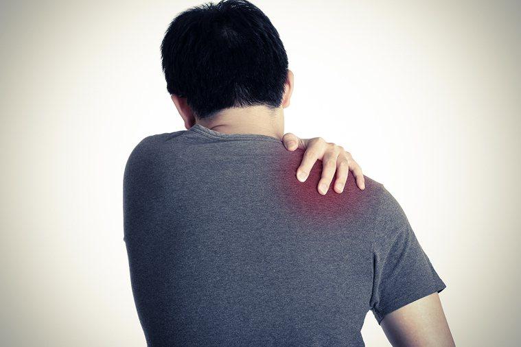 情境圖。肩膀久痛不治 竟是滑液囊發炎。 圖片/shutterstock