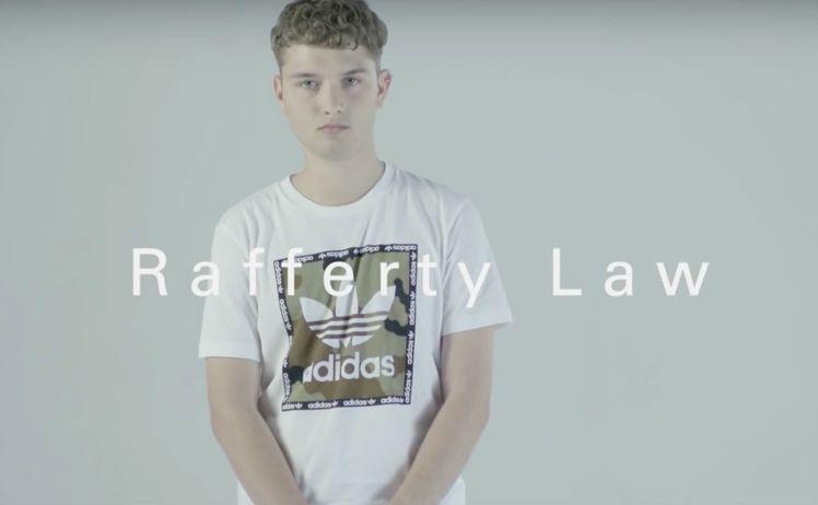 裘德洛的兒子瑞佛蒂洛出現在最近曝光的Adidas Originals x JD ...
