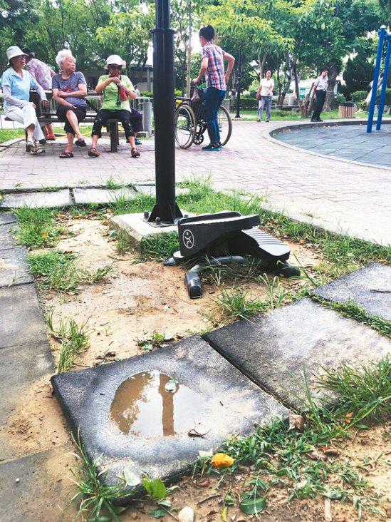 各地公園時有器材損壞破舊、環境髒亂等。解方:主管單位應將公園列為稽查重點,加...