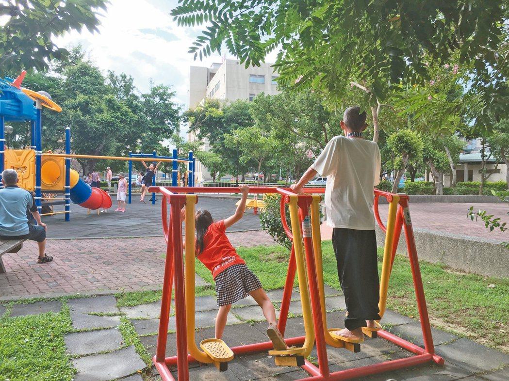 有高度及速度的遊具器材都可能使用不當,或是器材未分齡使用。解方:貼標示提醒孩...