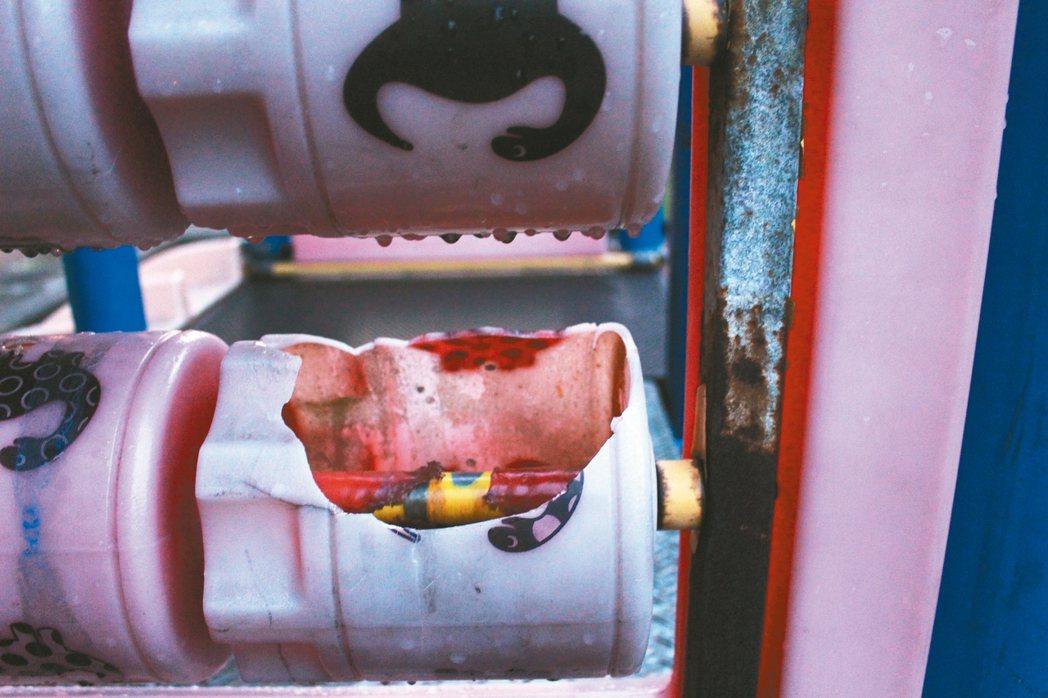 滾筒破損/八德區陸光社區兒童遊樂設施年久失修,破損不堪。 記者張雅婷/攝影