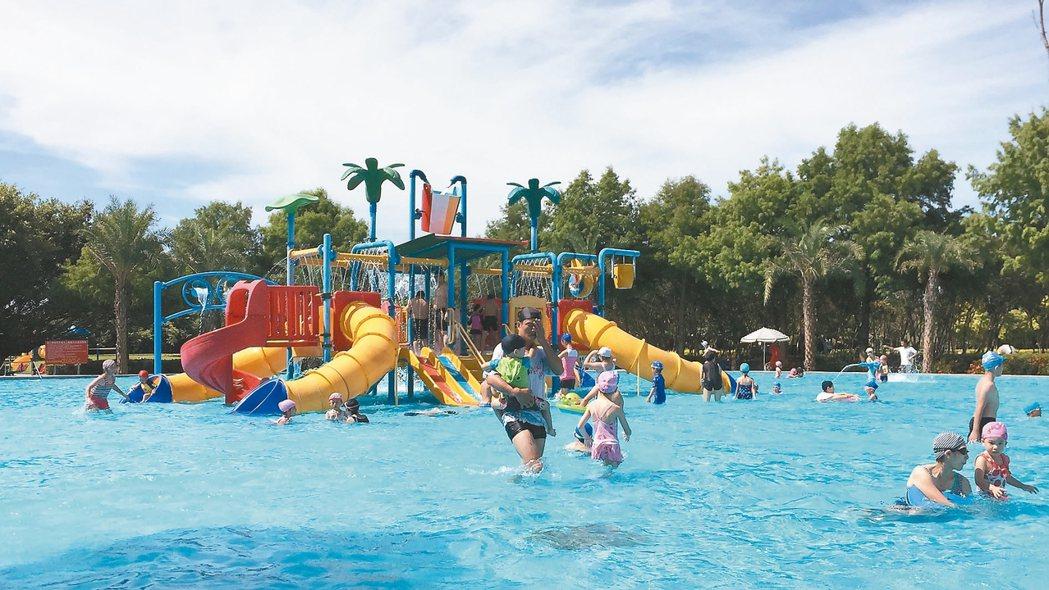 花縣府在知卡宣森林公園打造滑水道、兒童親水遊具等設施。 記者王思慧/攝影