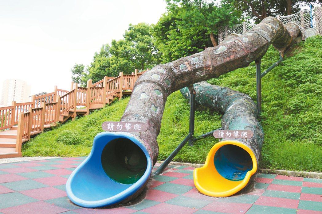 中和錦和運動公園樹根造型溜滑梯高達2層樓,造型與地景結合,加上高低落差非常刺激,...