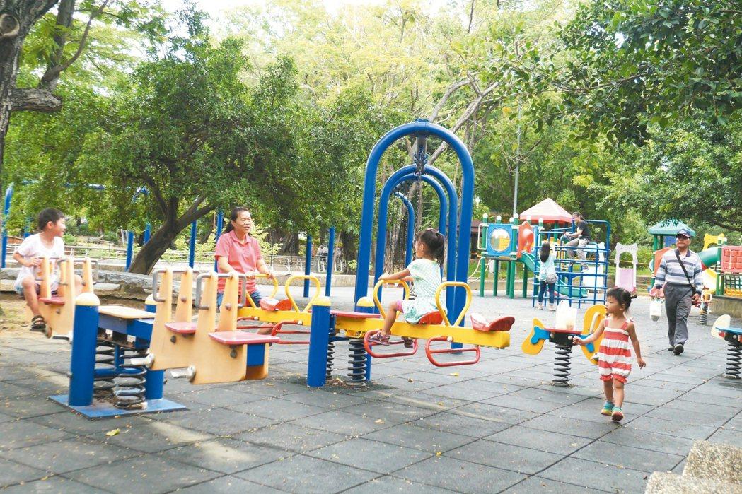 台南公園數量雖多,但城鄉比例不均,偏鄉童想玩也難。 記者鄭維真/攝影