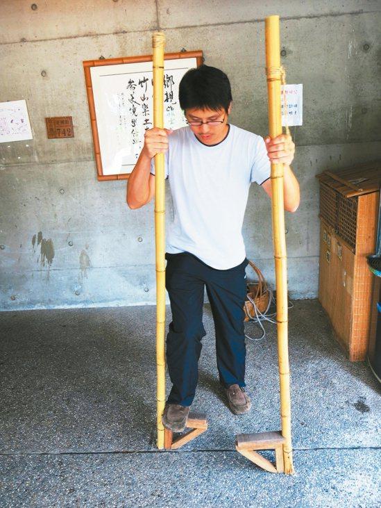 以古早手作童玩為主題的竹山鎮竹文化園區,遊具老少咸宜。 記者黑中亮/攝影