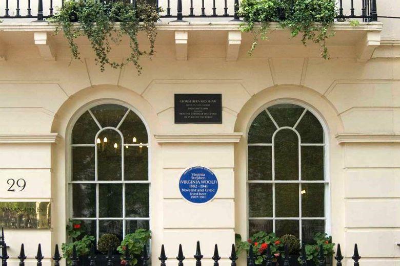 倫敦共有超過900個紀念個人、團體或事件的牌匾。圖為作家吳爾芙故居。 圖/Eng...