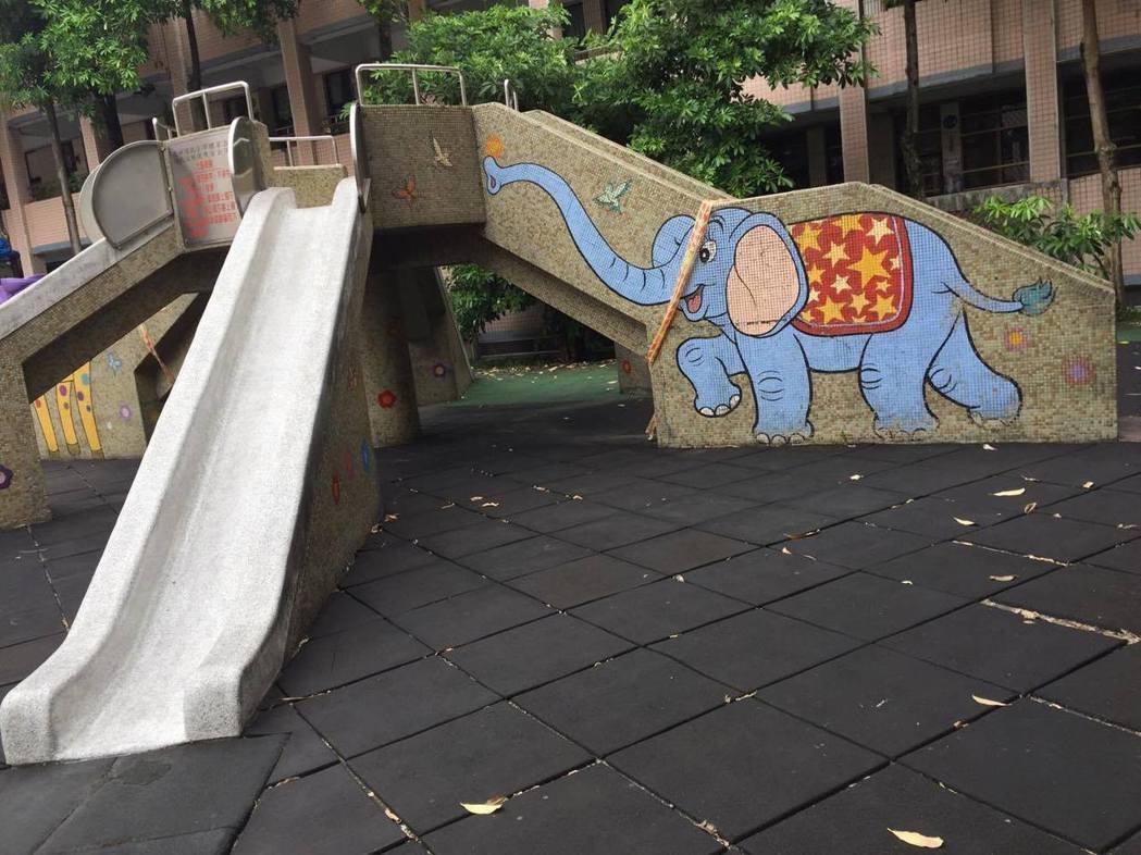 大象溜滑梯是許多孩童的回憶。記者江孟謙/攝影