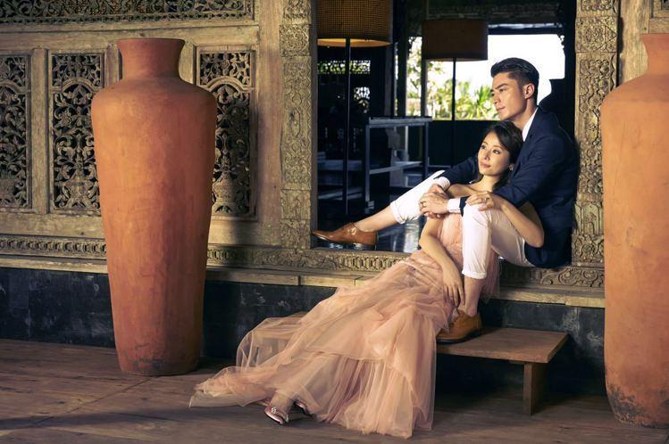 Roger Vivier粉紅色方釦鞋,配上粉膚色婚紗,更顯浪漫。圖/林心如工作室...