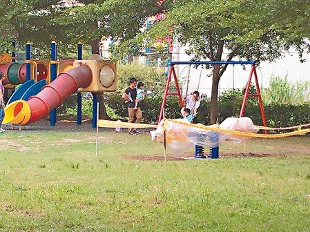 斗六市柚子公園內的兒童遊樂設施破舊不堪,縣府將於本周修繕,最快2周內完成修復。 ...
