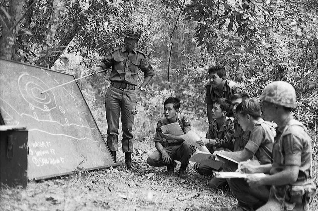 雖然眼下新加坡距離戰爭威脅很是遙遠,但政府推廣「全民國防」的政策卻始終如一。圖為...