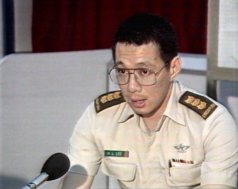 當過職業軍人的現任總理李顯龍,曾是新加坡陸軍最年輕的將軍。圖為官拜上校時的李顯龍...