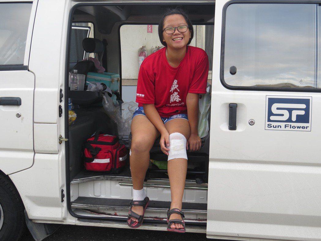 「二寶」張惠甯首日便受傷,只能上保姆車隨隊。圖/楊雅棠攝影。