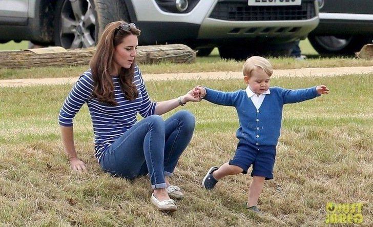 凱特王妃帶兒子喬治小王子,一起去看威廉王子的馬球賽,腳上也穿SEBAGO。圖/摘...