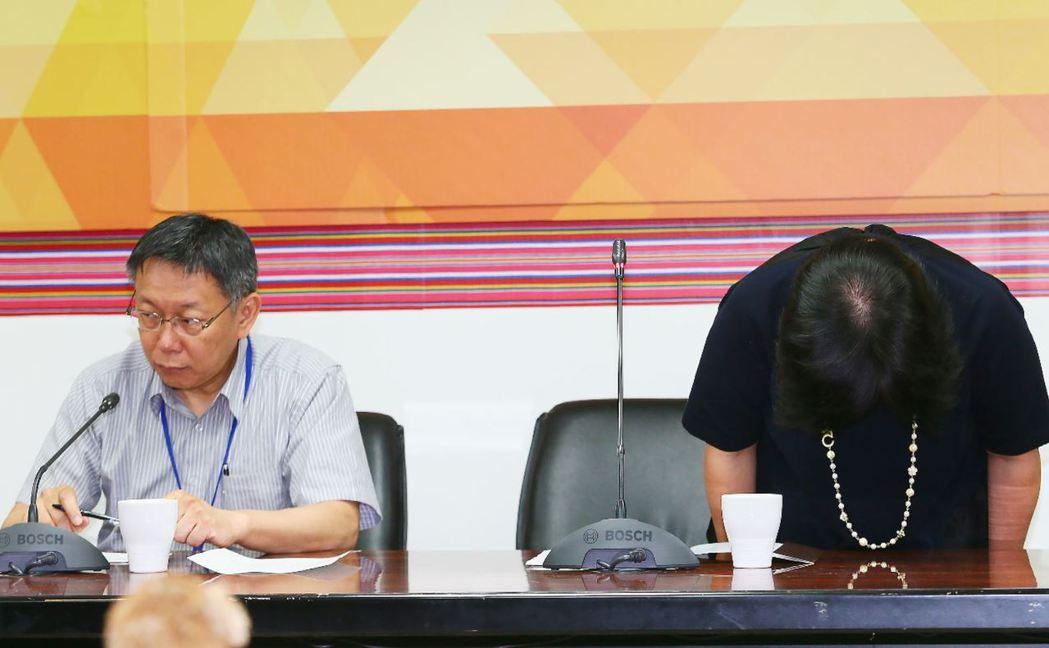 北市原民會主委陳秀惠(右)因在市議會接受質詢時,以族語回覆同為阿美族議員的提問,引來藍綠兩黨議員不滿,三度向市議會道歉。 攝影/記者許正宏