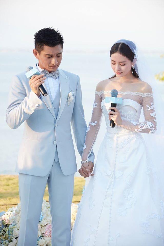 劉詩詩的長袖婚紗強調肩線的層次感。圖/稻草熊提供