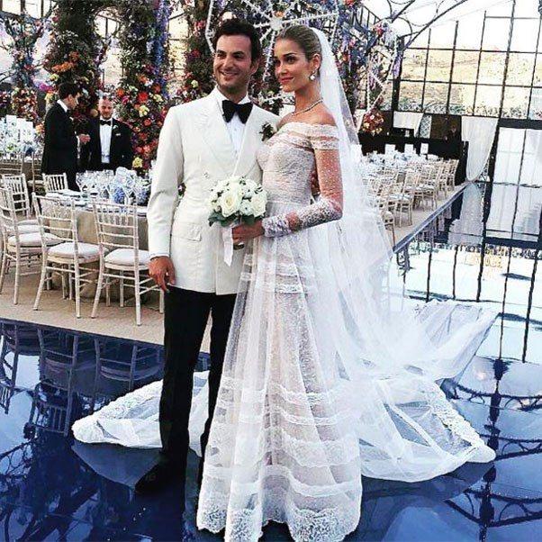 名模Ana Beatriz Barros也穿長袖婚紗。圖/摘自instagram