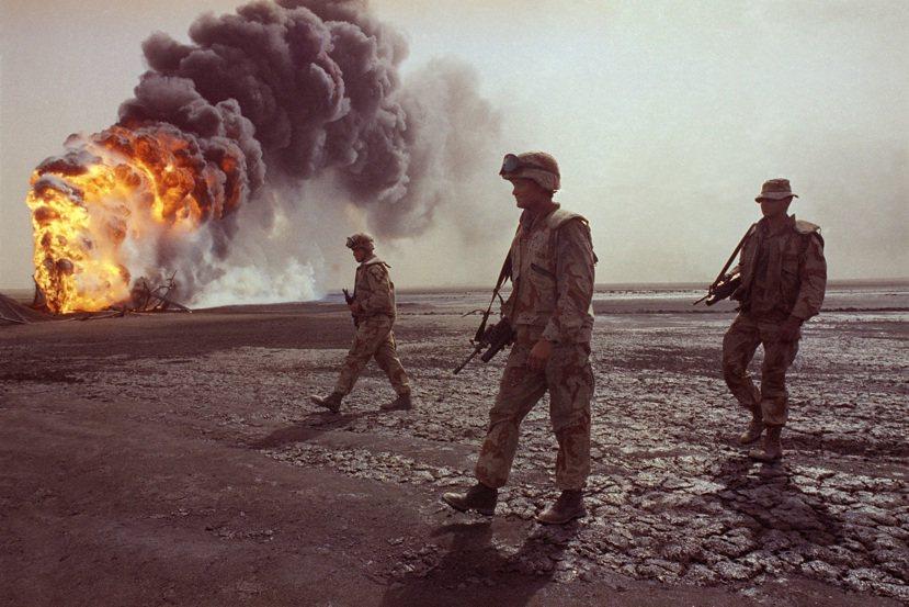 1990年至1991年海灣戰爭,以美國為首的聯軍在科威特和伊拉克境內對伊拉克軍隊...