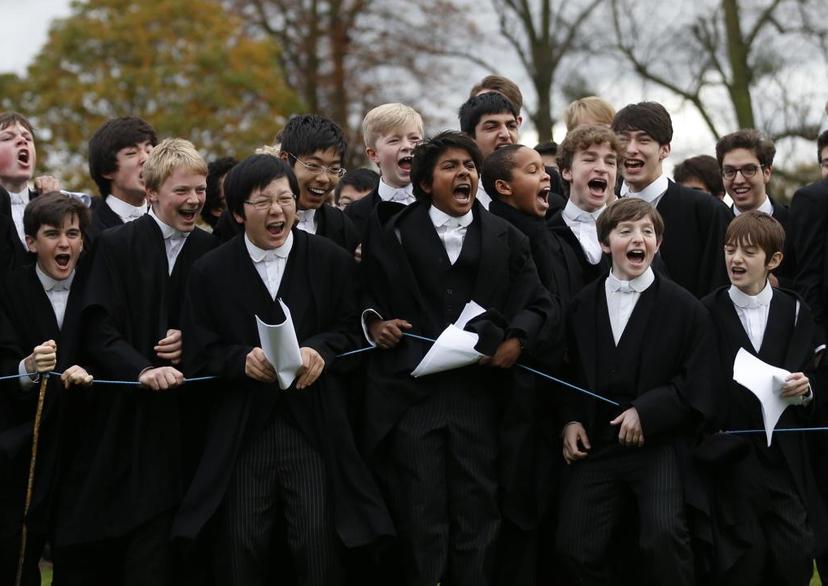 現在的伊頓公學正在往「不論出身」的方向努力,有越來越高比例的學生接受程度不一的獎...