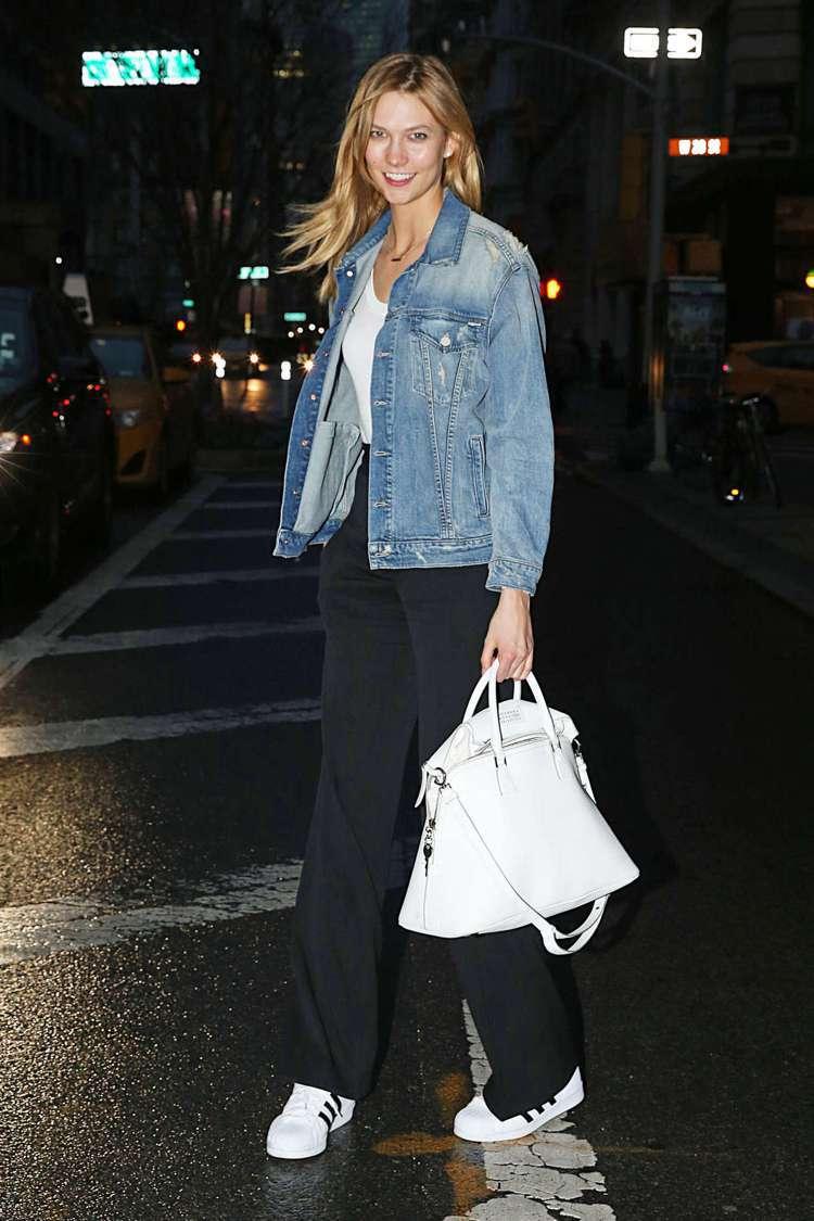 超模卡莉克勞斯手拿Maison Margiela 5AC Handbag白色款。...