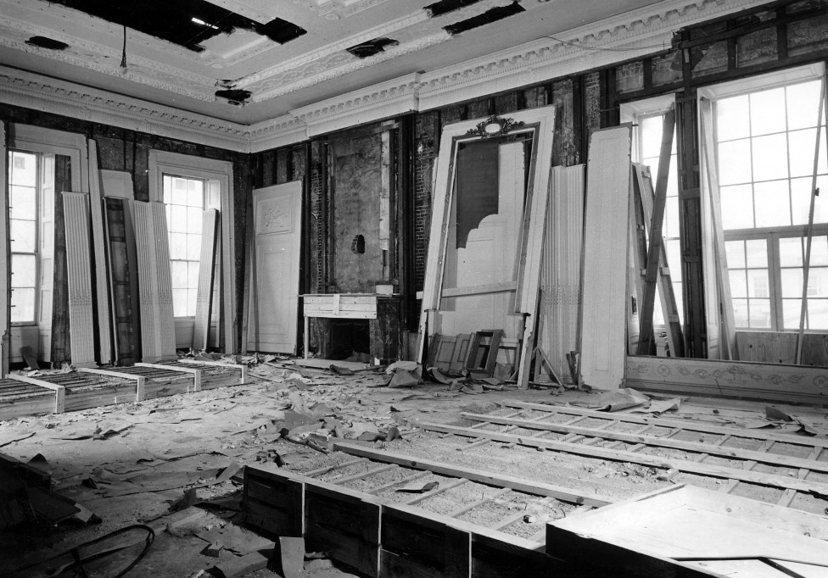 白宮在杜魯門總統時代曾大幅翻修過(1949-1952)。圖中這個婚喪喜慶都辦過的...