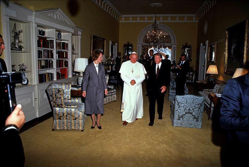 1979年首次梵諦岡教宗參訪白宮,圖為聖若望·保祿二世與時任美國總統卡特。 圖/...