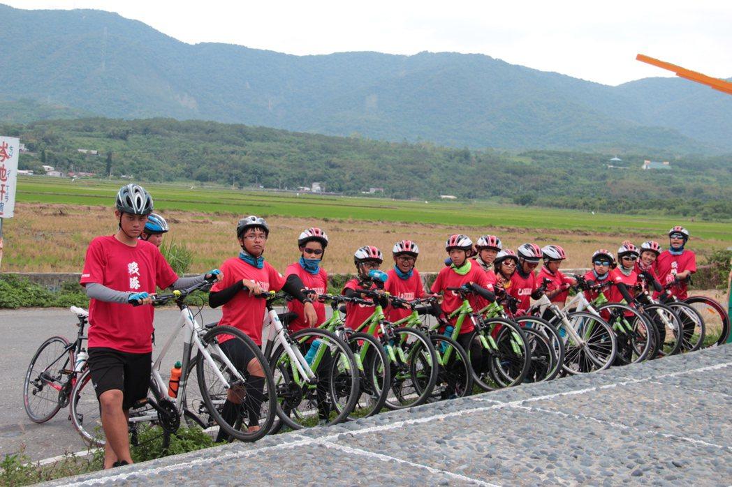 許多騎士第一次來到花東,喜歡縱谷風光。特約記者陳韻婷/攝影