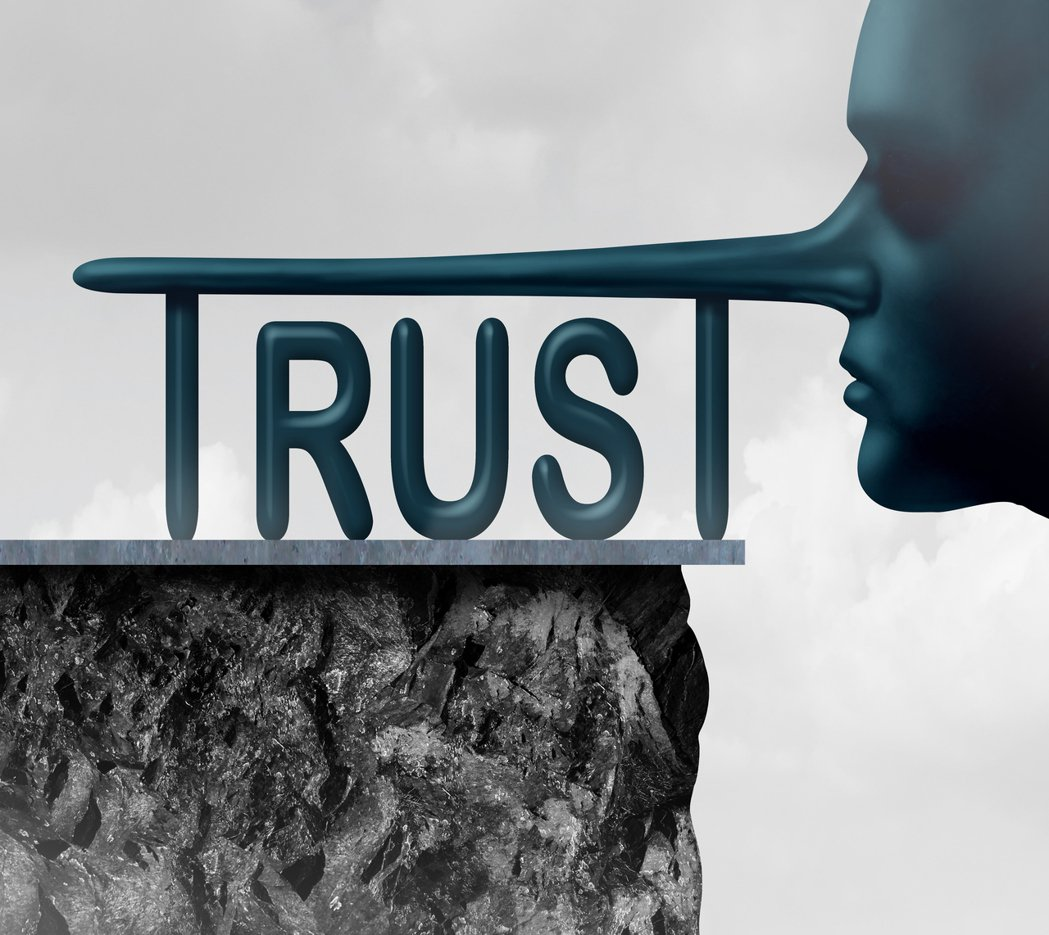 醫病關係進入空前的不信任,病患不信任醫師,醫師也不相信病患。 圖/ingimag...