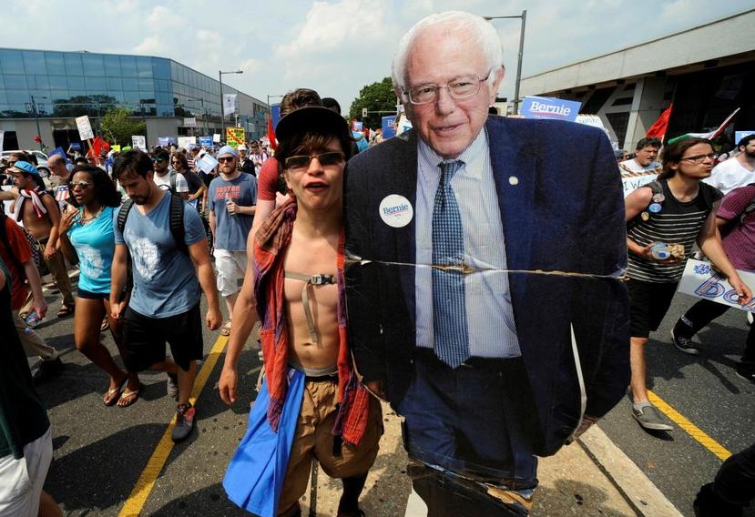 這個先前默默無聞的74歲「老摳摳」,提供了不同於向財團利益一再妥協的民主黨建制派...