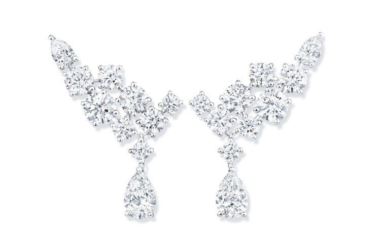Sparkling Cluster絢漪錦簇系列鑽石耳環,139萬元。圖╱海瑞溫斯...