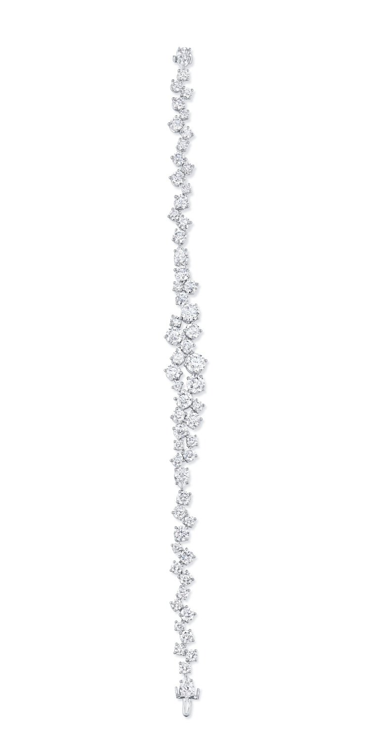 Sparkling Cluster絢漪錦簇系列鑽石手鍊,302萬2,000元。圖...