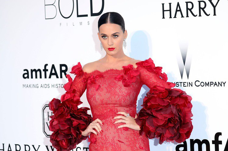 凱蒂佩芮配戴海瑞溫斯頓珠寶,出席amfAR法國昂蒂布晚宴。圖╱海瑞溫斯頓提供