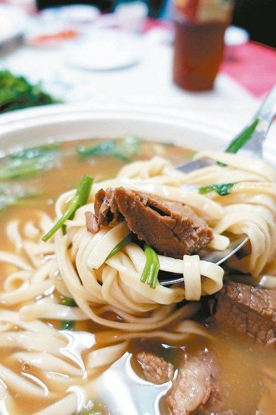 到金門千萬別錯過品嘗在地飼養的黃牛肉料理。 記者邱雯敏/攝影