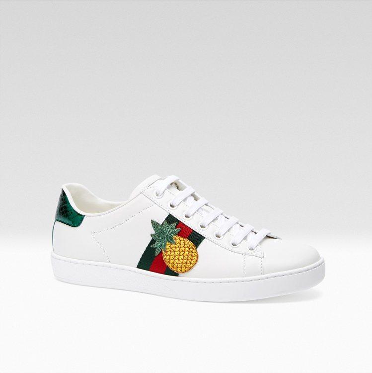 ACE 鳳梨刺繡運動鞋,21,500元。圖/Gucci提供