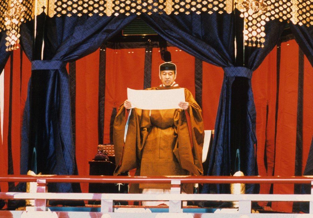 「如果我成為天皇,有朝一日被要求在《宣戰書》上簽名,我一定會拒絶。」圖為1990...