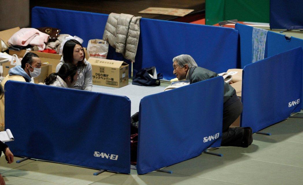 日本媒體稱天皇這些公務為「平成流」,也就是站在位於痛苦一方的立場,設身處地為他們...