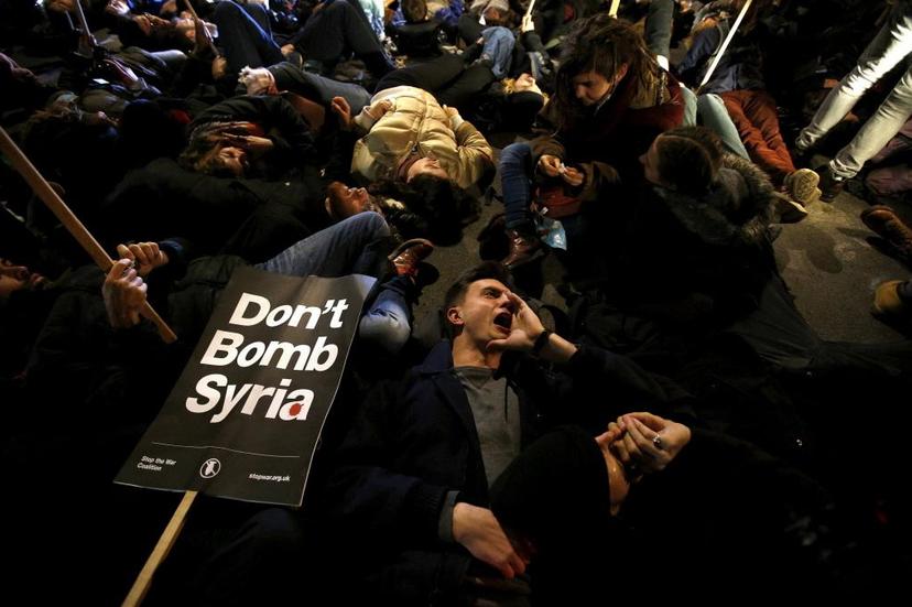 隨著敘利亞情勢失控、ISIS勢力壯大,英國保守黨政府考慮軍事介入解決中東問題。消...