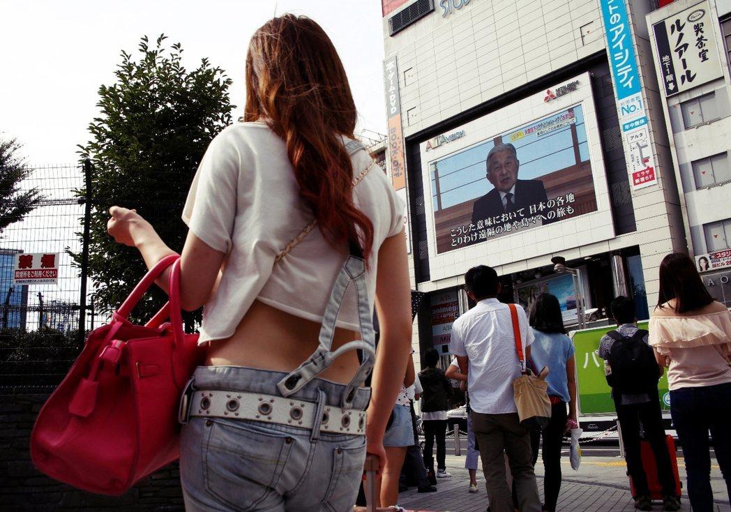 唯有日本人民在心中不再期待天皇的「玉音」,獨立而自由地議論天皇制問題,並擔起主權...