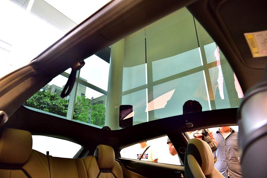 全景式天窗。 記者彭奕翔攝影