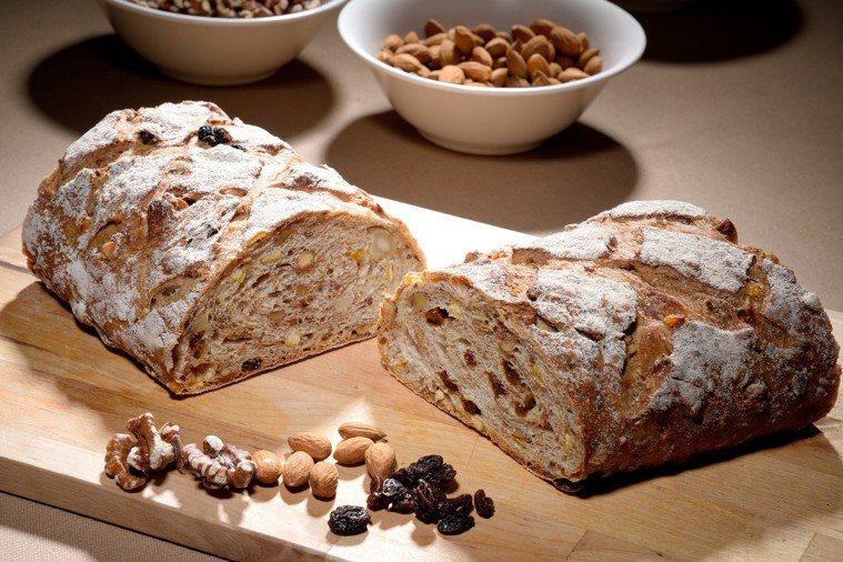 裸麥麵包。圖/台北國賓大飯店提供