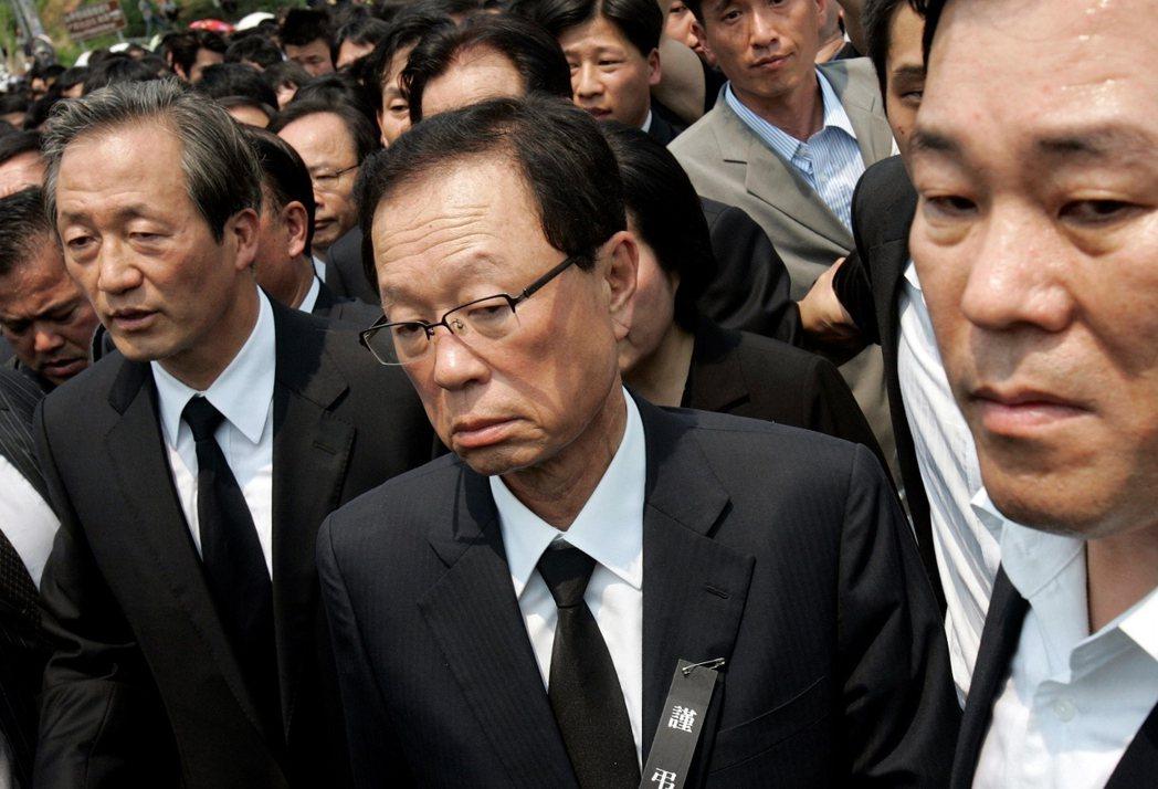 在政界,「不當請託」最知名的案子,莫過於前國會議長朴熺太(圖中)。 圖/路透社