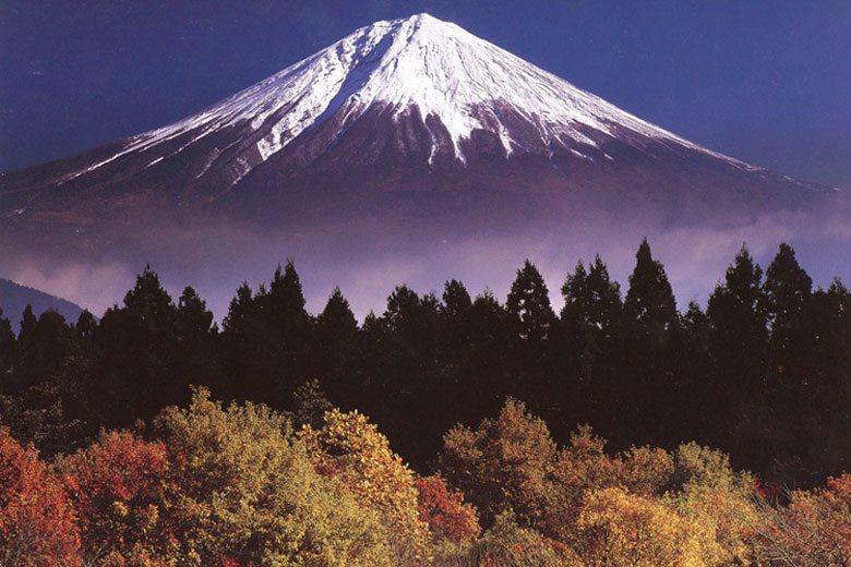在日本,爬山似乎成了全民運動。 圖為富士山/取自Travelbusy.com...
