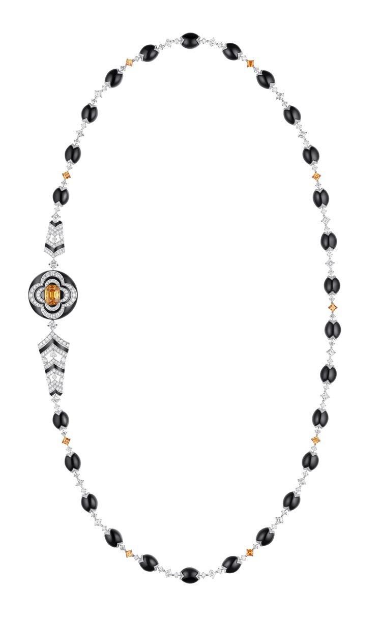 石榴石項鍊,約1,940萬元。圖/路易威登提供