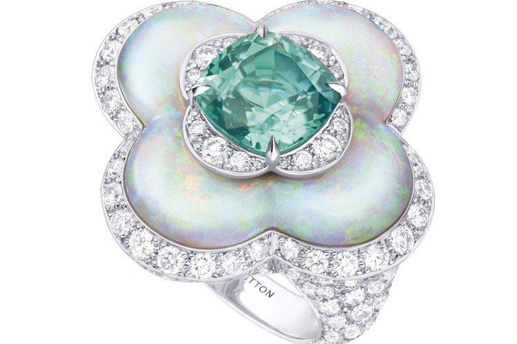 綠碧璽和蛋白石戒指,約425萬元。圖/路易威登提供