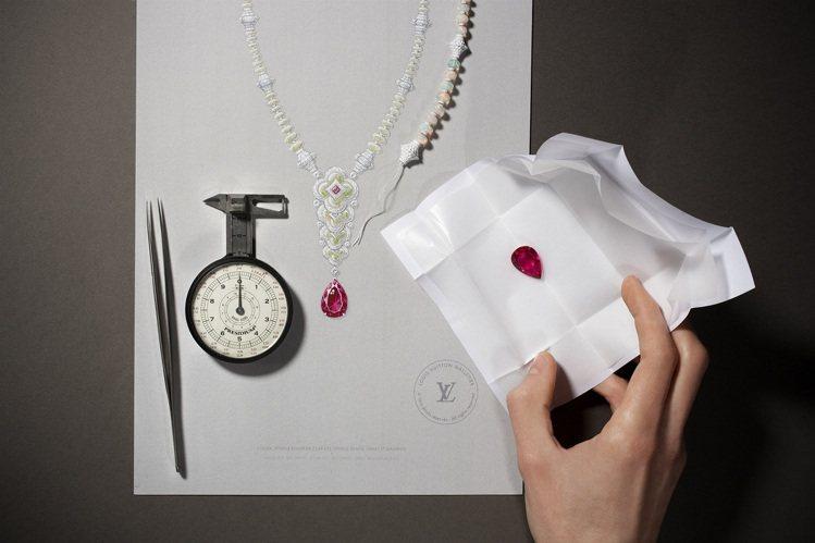 大克拉彩色寶石是Blossom高級珠寶作品的焦點。圖/路易威登提供
