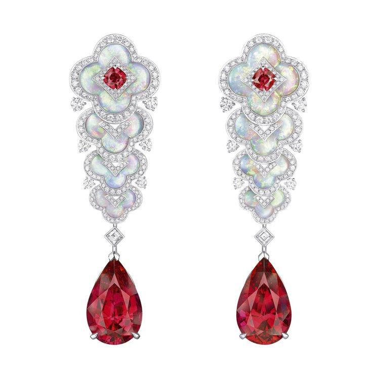 尖晶石和蛋白石耳環,約37,00萬元。圖/路易威登提供