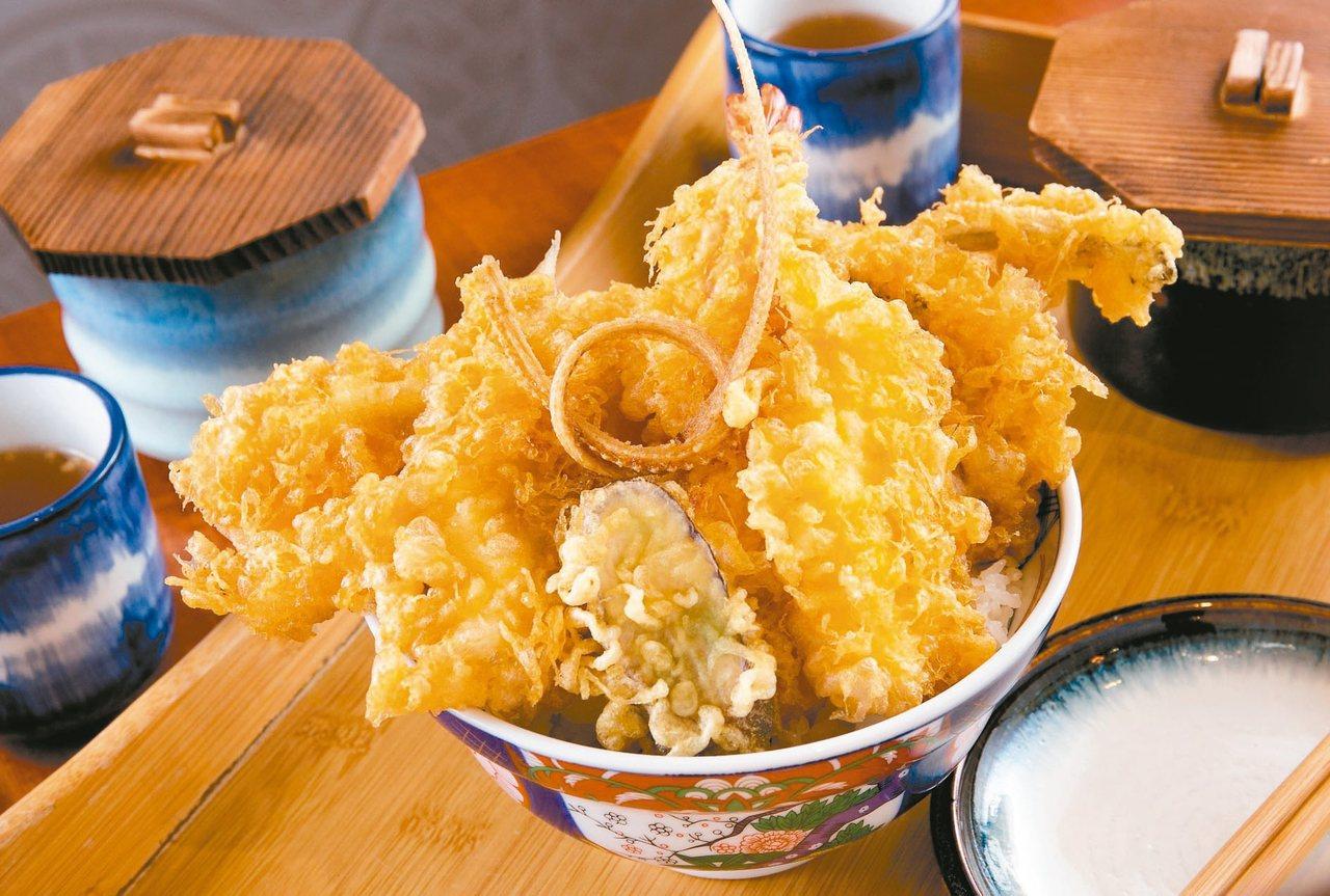 「五代目天丼」以日本空運來台的穴子魚為主,集結豐富海鮮、蔬菜食材,是份量滿溢的老...