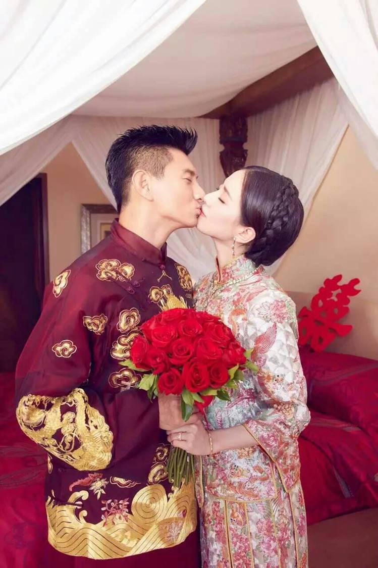 吳奇隆&劉詩詩迎娶時穿的中式禮服也是出自郭培之手。圖/稻草熊提供