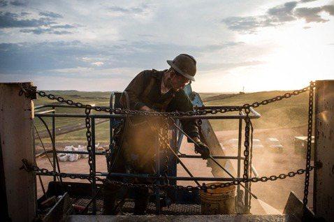 美國頁岩油革命,撼動市界原油生產的版圖,但到底什麼是頁岩油? 圖/法新社