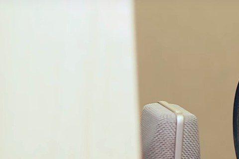 韓國「小女神」金所炫為其所主演的tvN新劇「打架吧鬼神」獻唱OST「夢(Dream)」,該曲完整版於16日公開,歌曲MV除了有金所炫錄製歌曲時的畫面,還將「打架吧鬼神」中賢智(金所炫飾演)與奉八(玉...