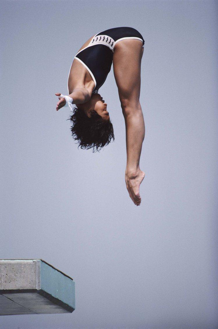 1984年,在洛杉矶奧運會10米跳台上,陳曉霞是實力最強最有希望奪金的,但嚴重的...